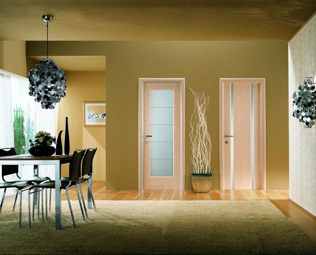 Разный цвет дверей в квартире