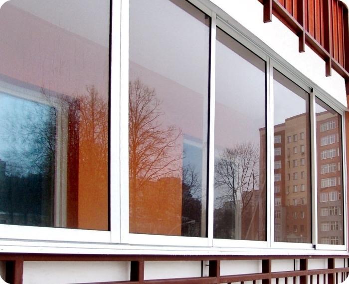 Навіщо необхідне засклення балконів і лоджій